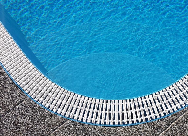 piscine en plastique r solu. Black Bedroom Furniture Sets. Home Design Ideas